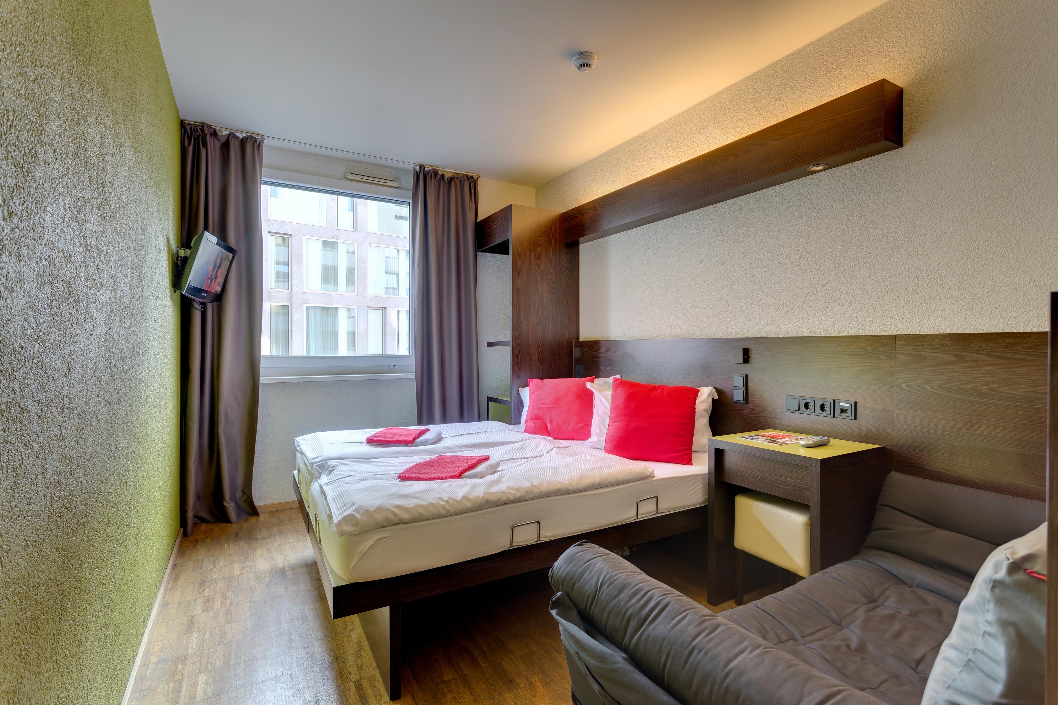 MEININGER Hotel Berlin Central Station - Single-/ Double Room