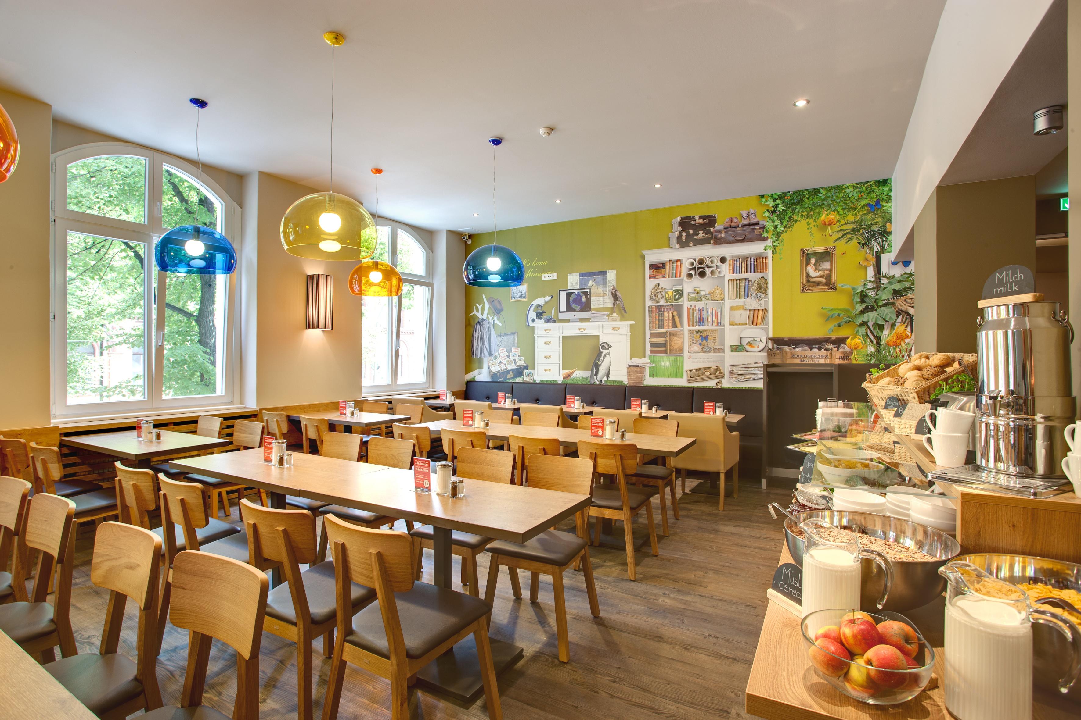 MEININGER Hotel Berlin Mitte - Frühstücksraum/ Buffet