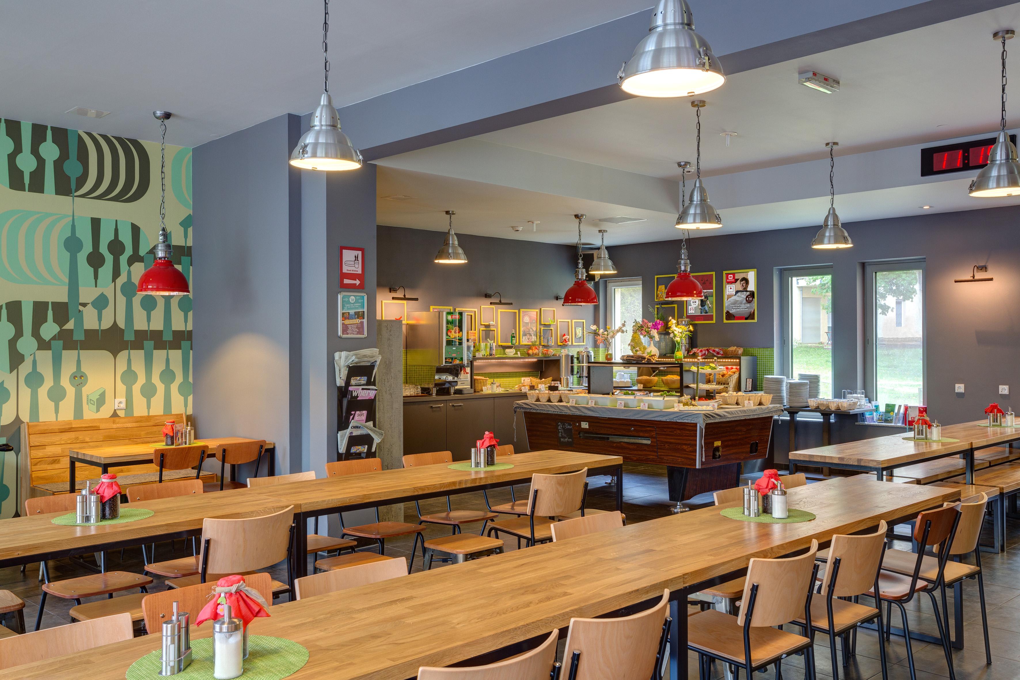 MEININGER Hotel Berlin Alexanderplatz - Salle de petit déjeuner/ buffet