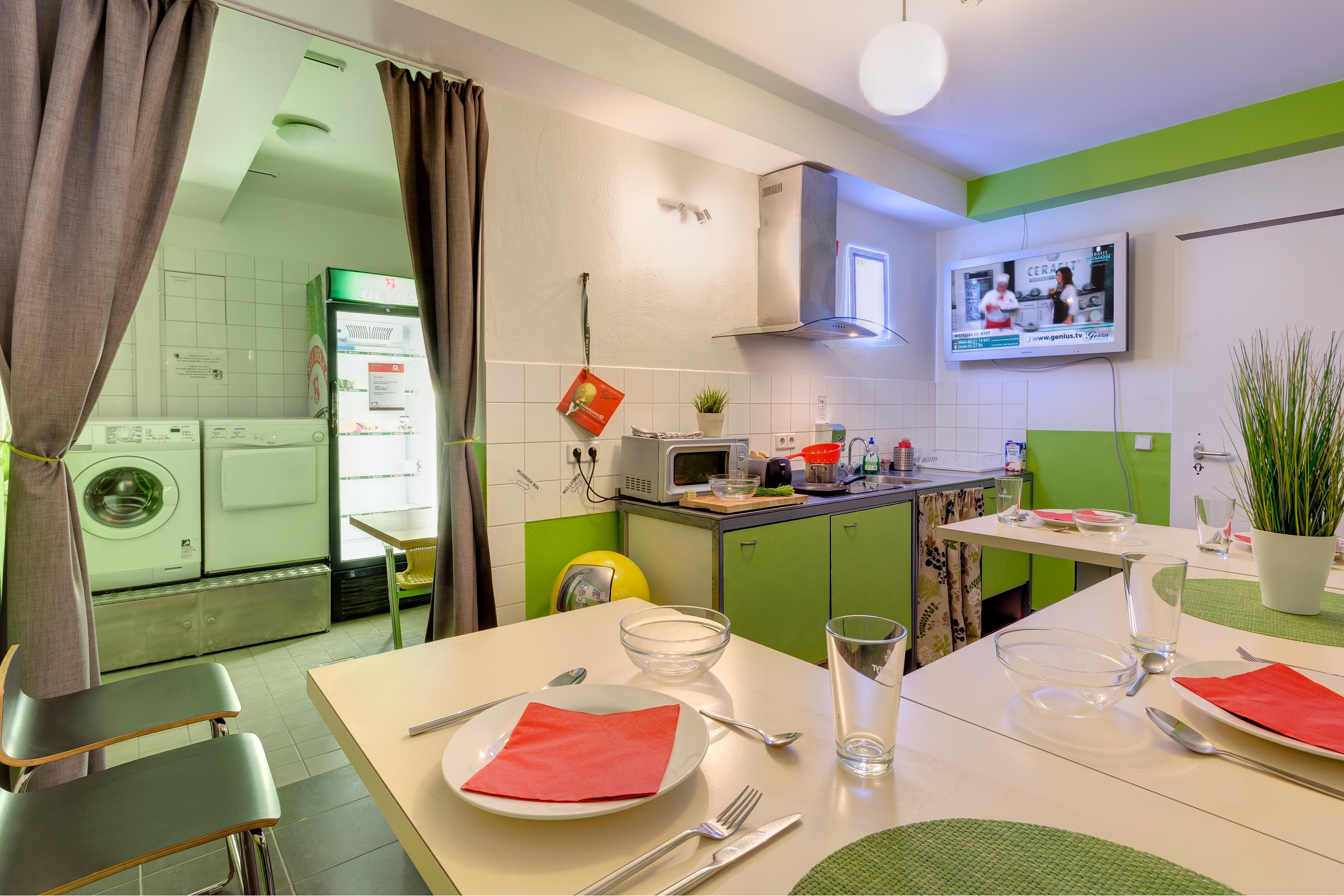 MEININGER Hotel Berlin Alexanderplatz - Guest kitchen