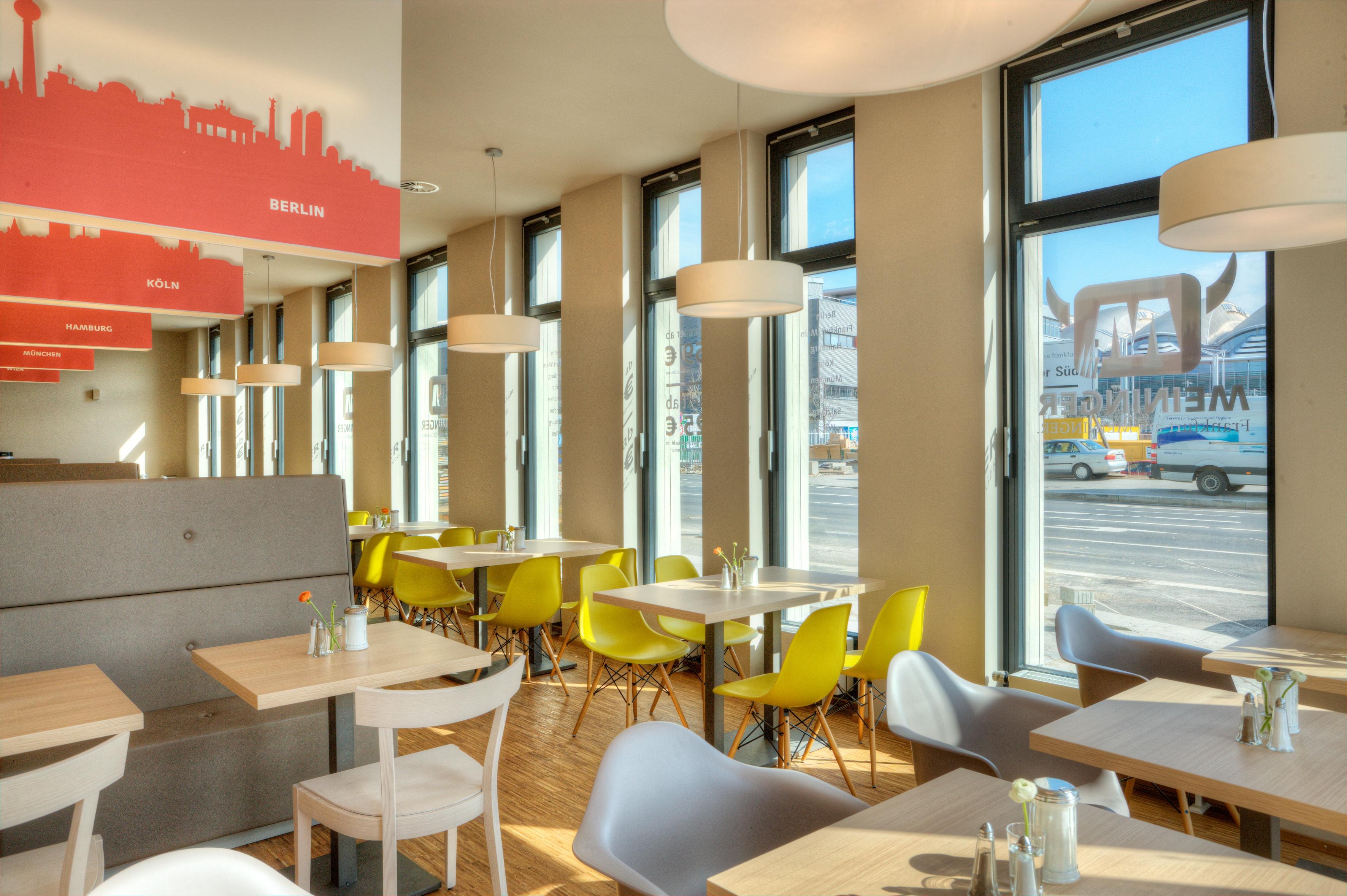 MEININGER Hotel Frankfurt/Main Convention Center - Breakfast room/ Buffet