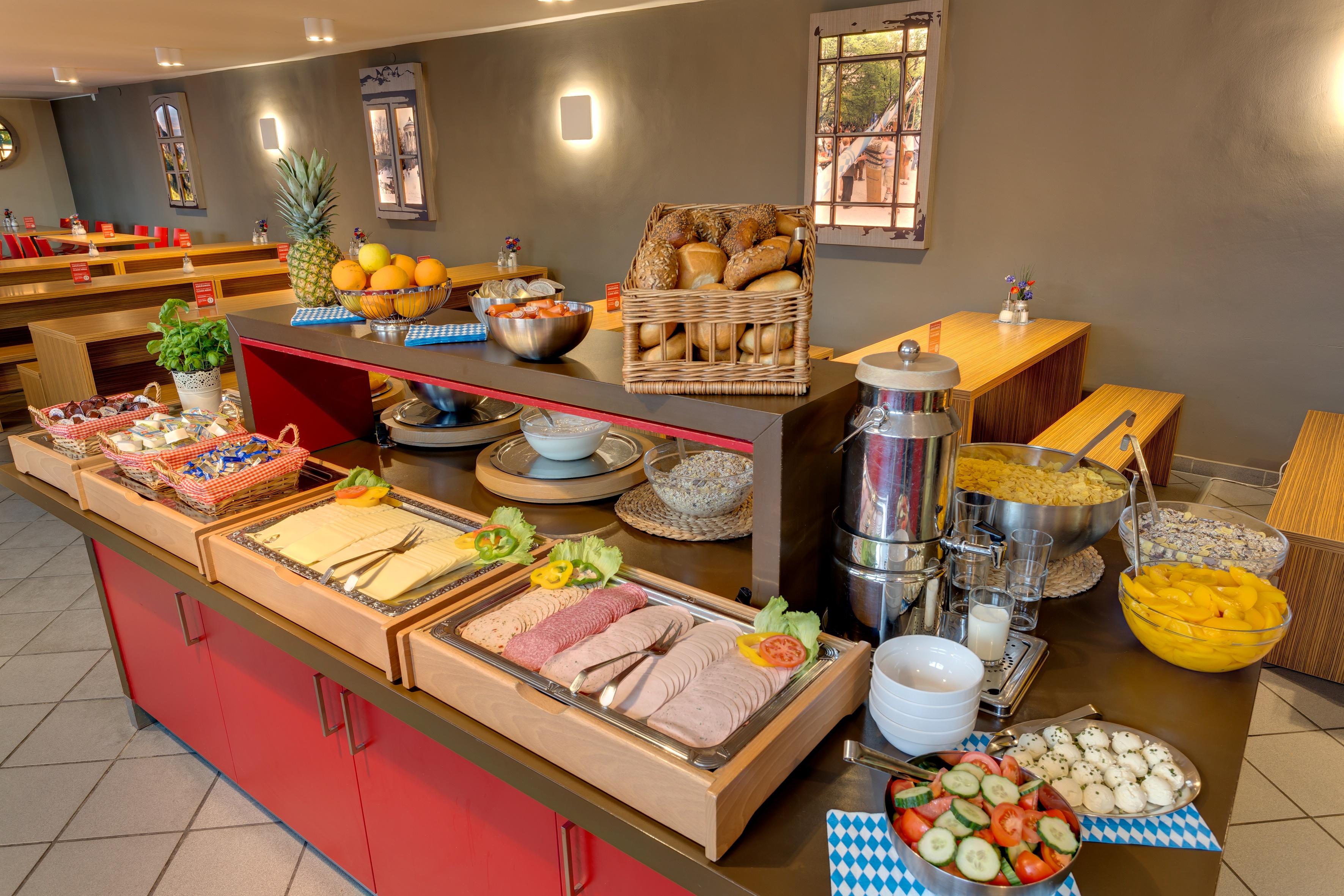 MEININGER Hotel Munich City Center - Sala de desayuno / Buffet