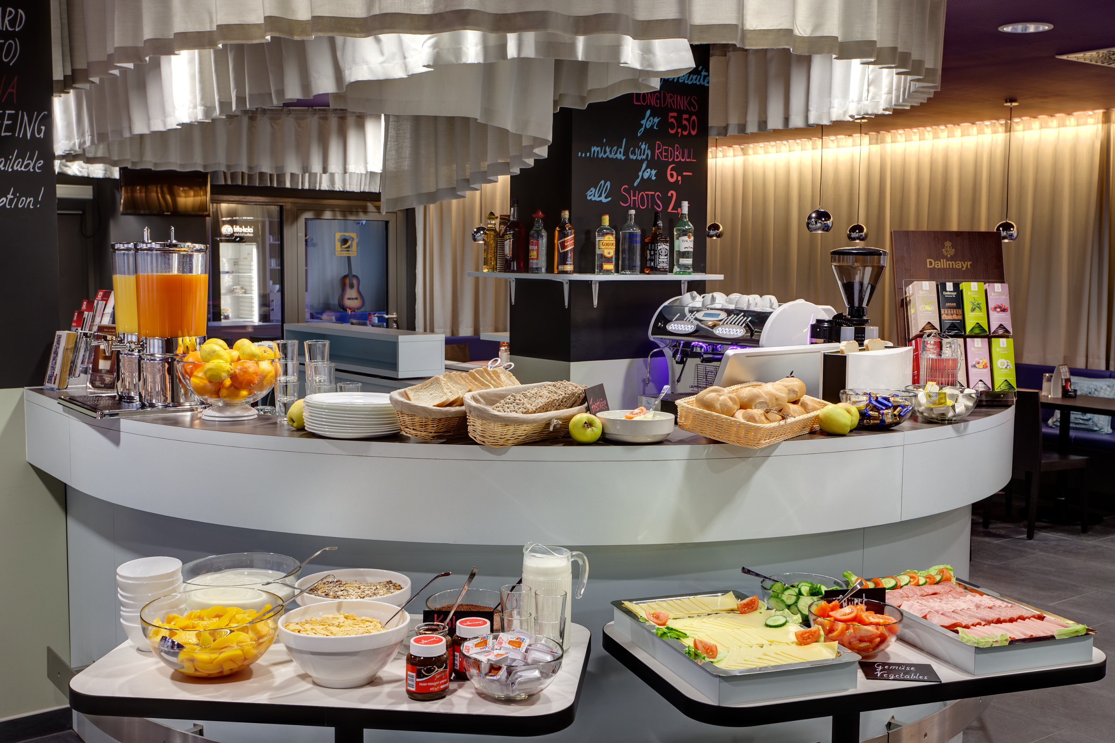 MEININGER Hotel Vienna Downtown Sissi - Salle de petit déjeuner/ buffet