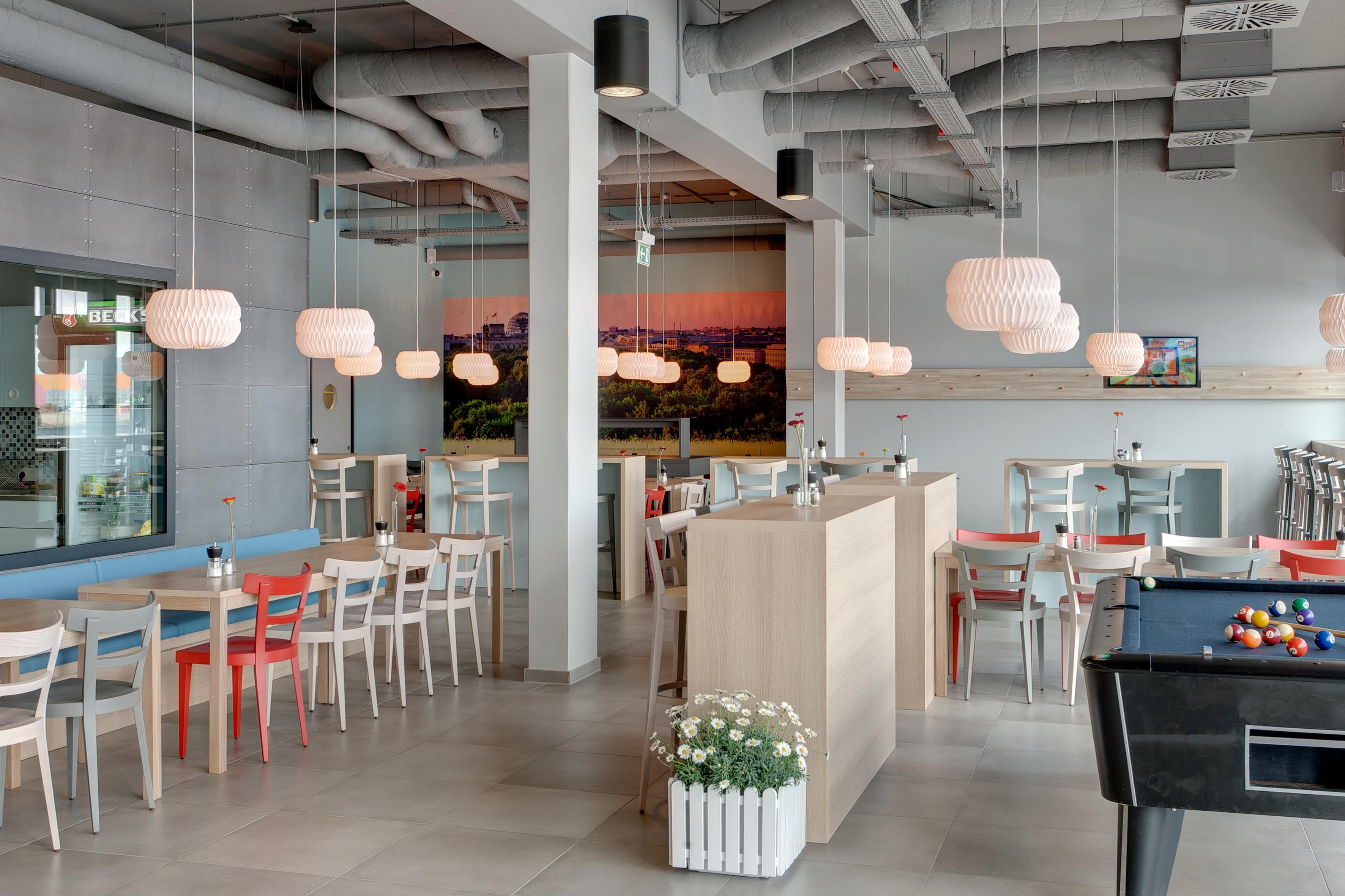 MEININGER Hotel Berlin Airport - Ontbijtzaal/ buffet