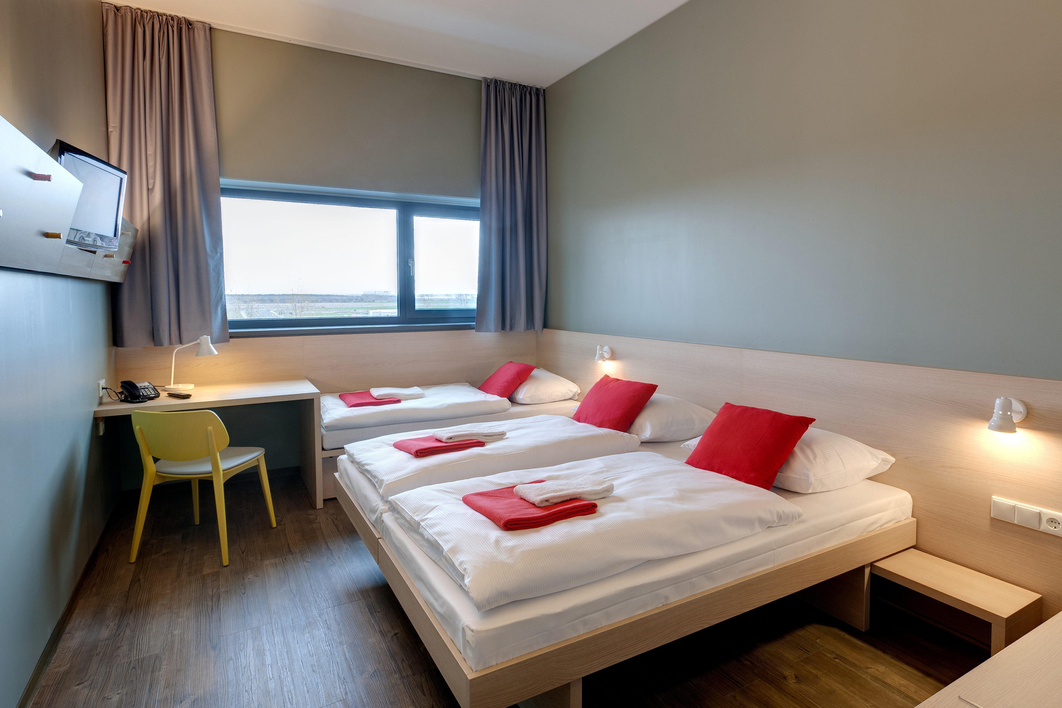 MEININGER Hotel Berlin Airport - Multi-bed