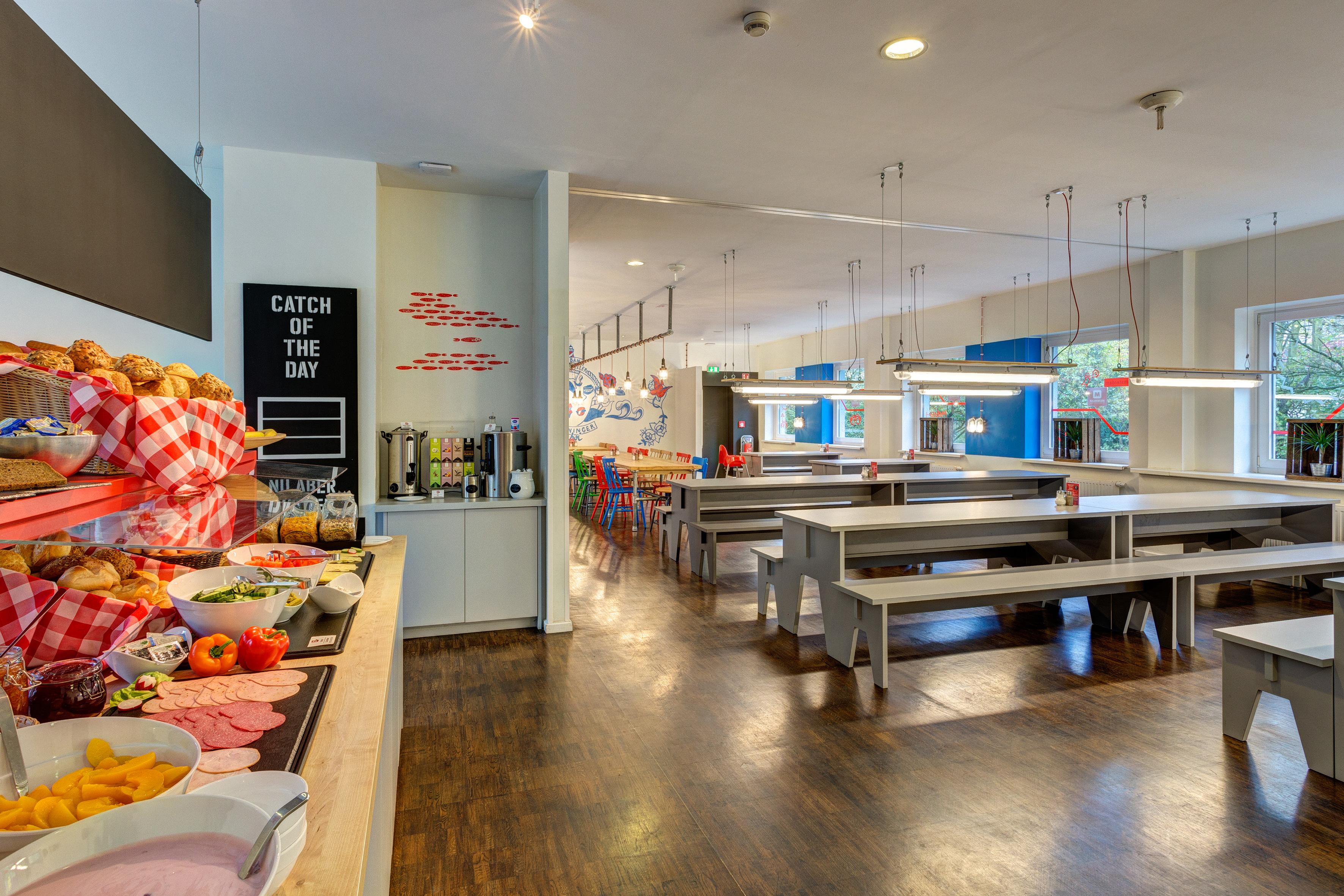 MEININGER Hotel Hamburg City Center - Sala de desayuno / Buffet