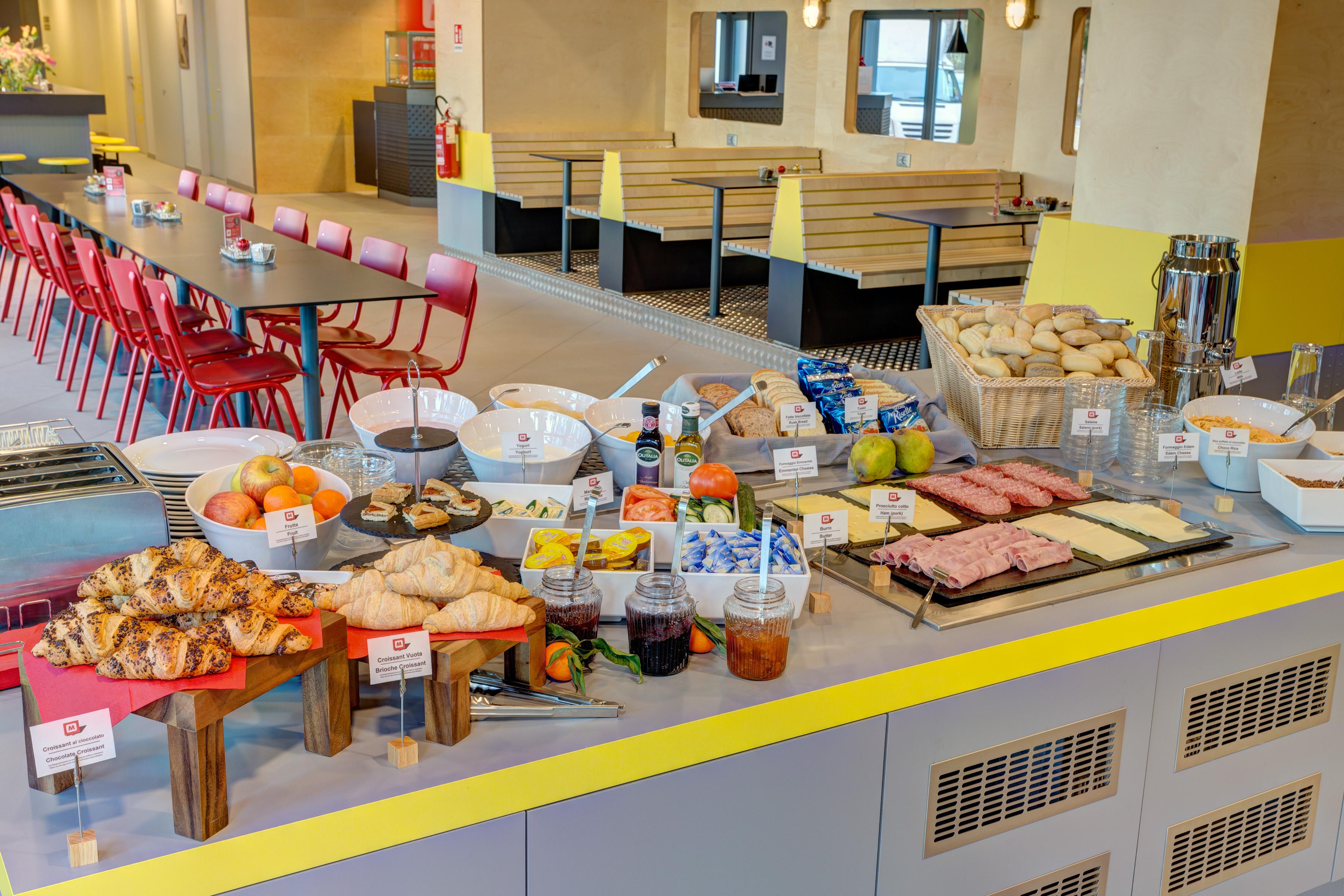 MEININGER Milano Garibaldi - Frühstücksraum/ Buffet