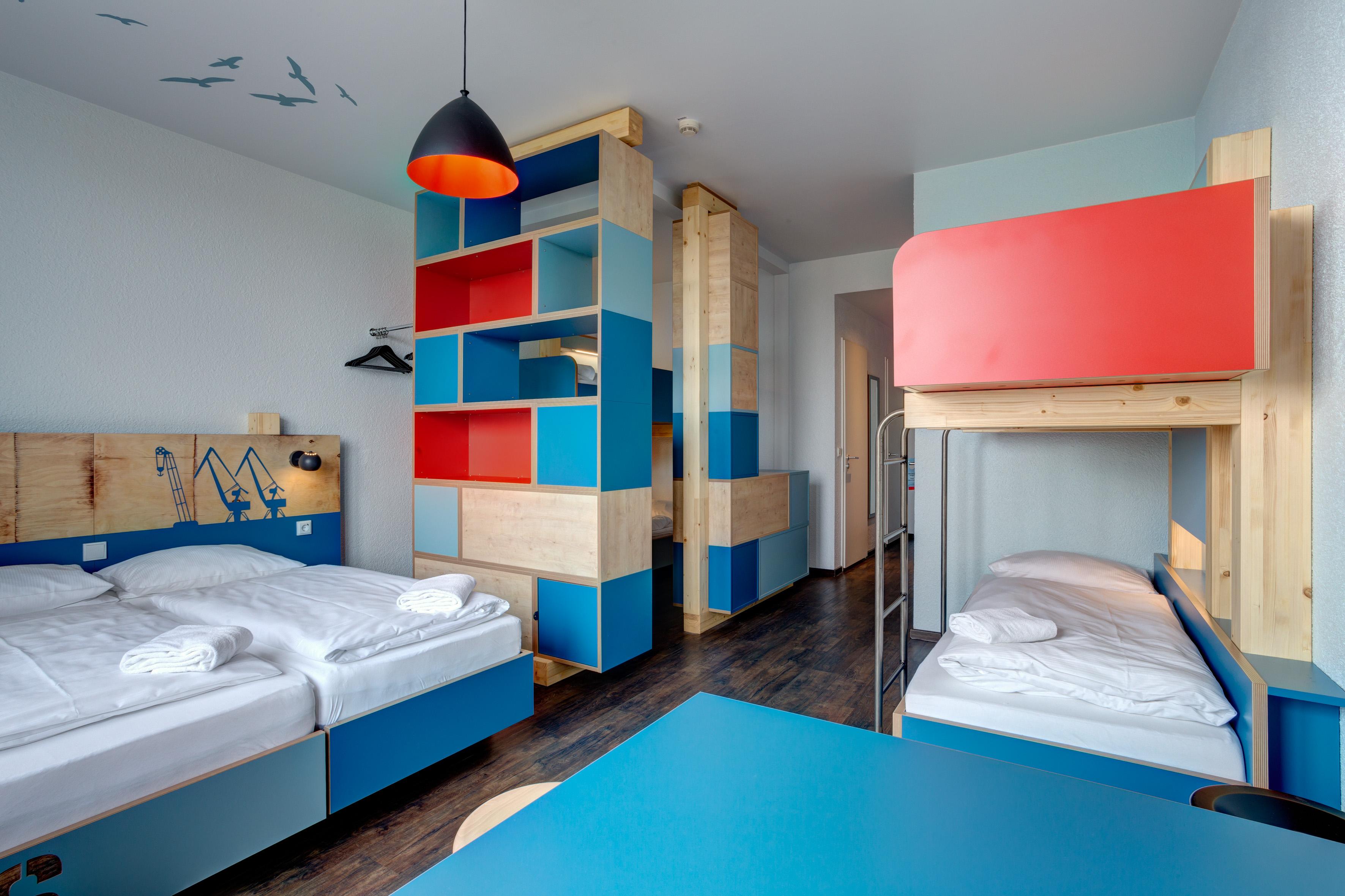 MEININGER Hotel Hamburg City Center - Habitación múltiple