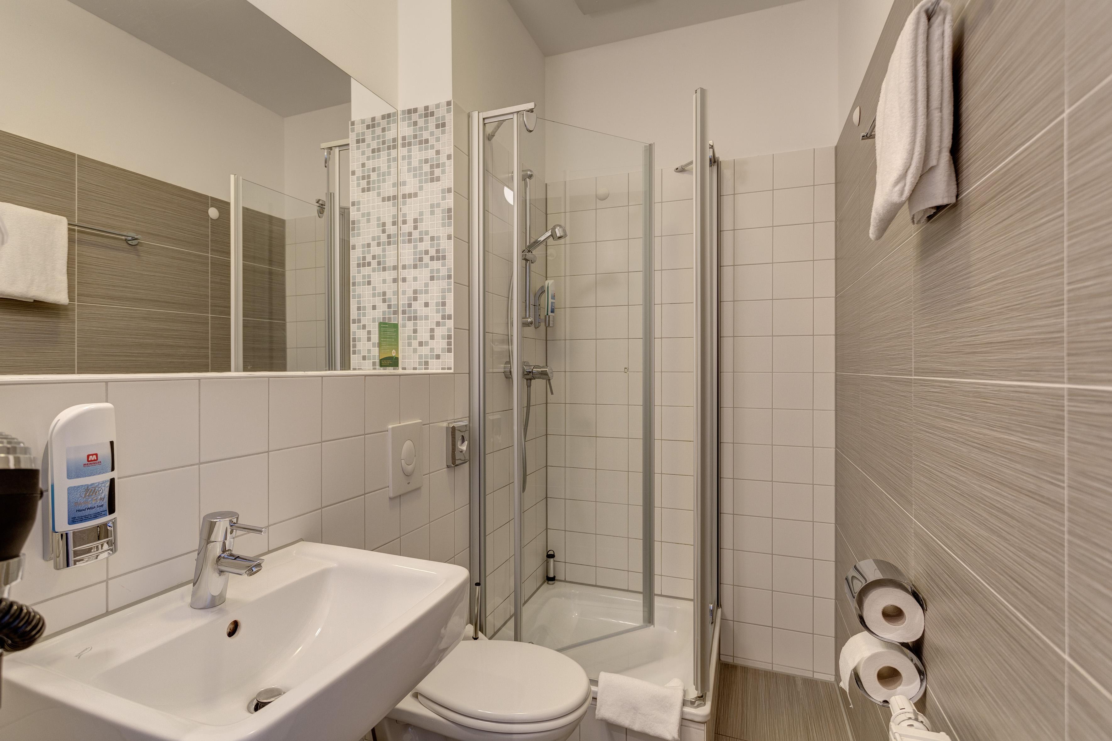 MEININGER Hotel Hamburg City Center - habitacion familiar